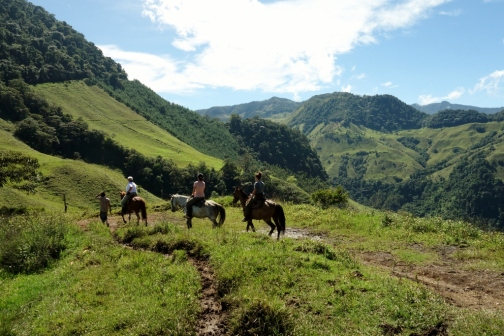 Horseback trails through Andean mountains (Jardin, Colombia)