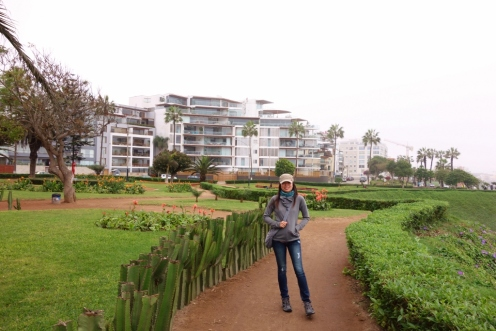 Winding paths and beautiful parks along the bluffs in Miraflores