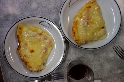 Provolone pizza from El Palacio de le Pizza (Buenos Aires)