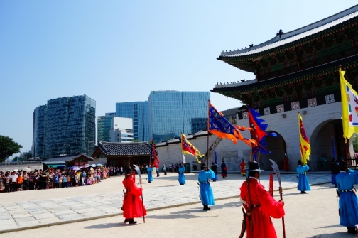 Changing of the guards at Gyeongbokgung palace (Seoul, Korea)