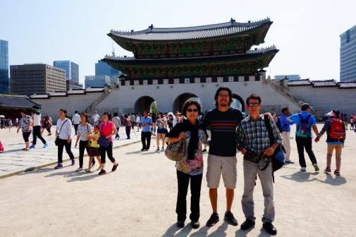 Inside the Gyeongbokgung palace front gates (Seoul, Korea)