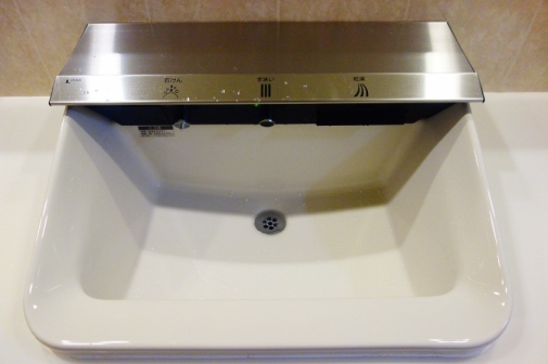 Soap, faucet, dryer - all in one (Tokyo, Japan)