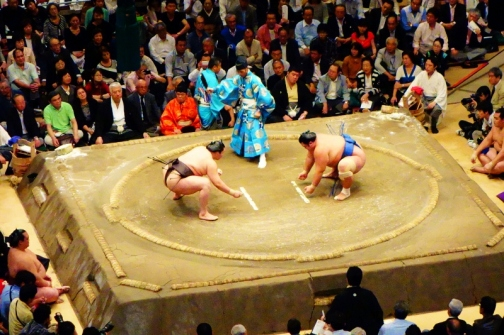 A Makuuchi bout, Grand Sumo Tournament, September 26, 2013