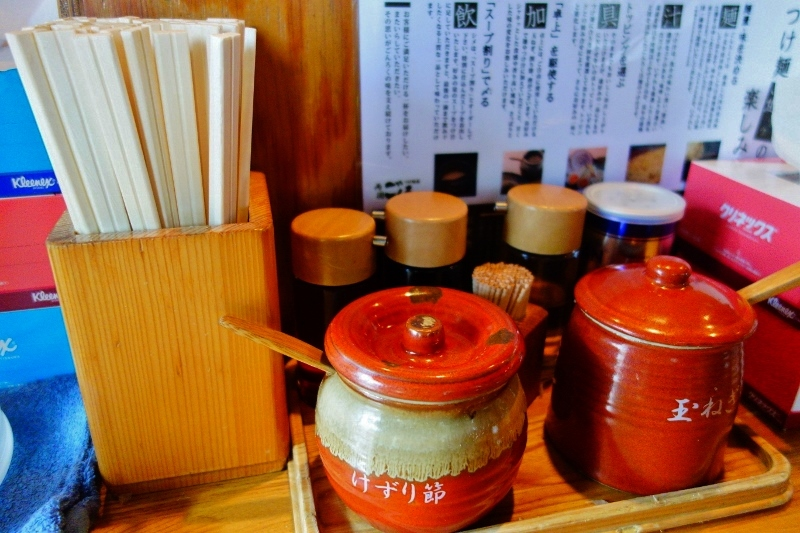Ramen noodle shop table set-up (Tokyo Japan) & Tsukiji fish market | travels of yum