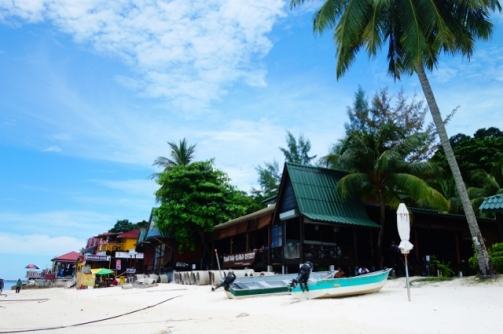 White sand beaches in front of Universal Diver (Perhentian Besar, Malaysia)