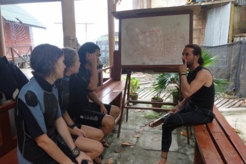 Dive briefing (Perhentian Islands, Malaysia)